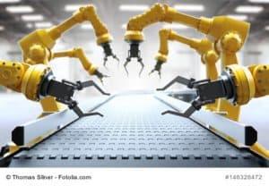 Roboter-Arme am leeren Fließband