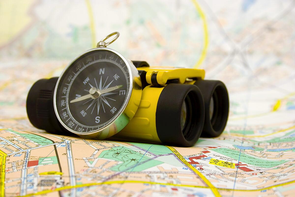 Fernglas---Kompass---Karte---Supervision---Holger-Hagenlocher---Berater,-Coach,-Dozent---uncut---featured-image